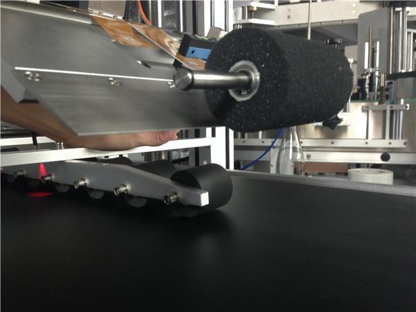 PLC Sensorli ekranli avtomatik stiker yorliqlash mashinasi Komfortli niqob / karton niqob